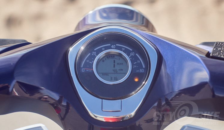 2019 Honda Super Cub gauges.