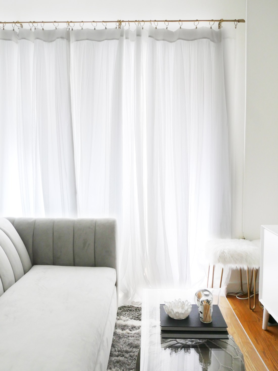 Live in a small apartment and don't know how to decorate it? Or on a tight budget and feel like you don't have the money to spend on new furniture? Struggling to find studio apartment ideas? Well, you can finally erase those fears! Learn how to decorate turn a small space into a chic home WHILE staying on a budget! #studioapartmentideas #tinystudioapartmentideas #studioapartmentdecorating #decoratingonabudget #smallapartmentideas