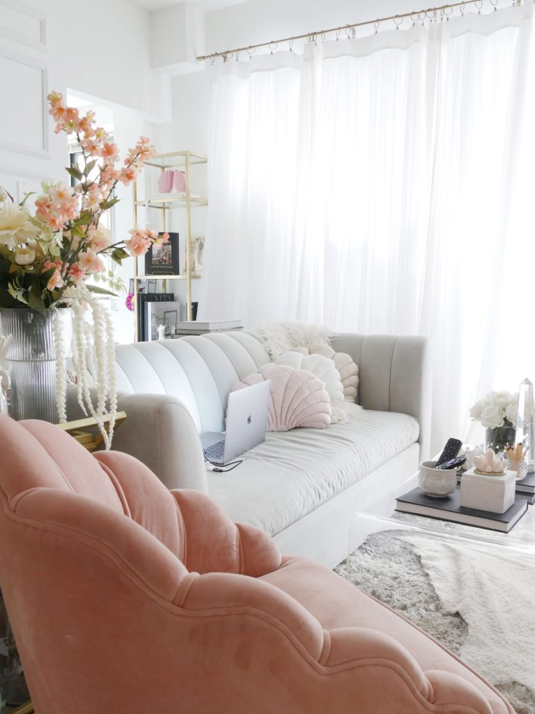 How to Design a Spacious Living Room in a Tiny Apartment