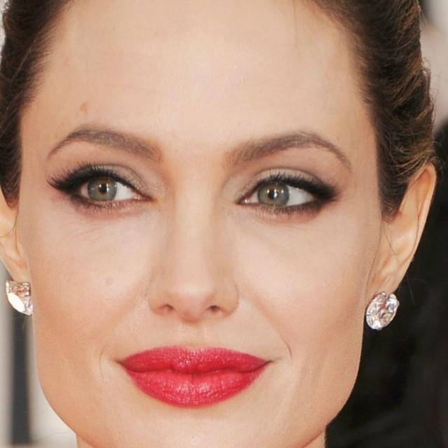 Анджелина Джоли призналась, что уних сБрэдом есть проблемы