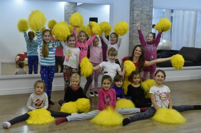 15_cheerleading_children
