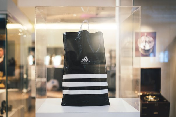 Пластиковые пакеты для adidas Group уходят в историю