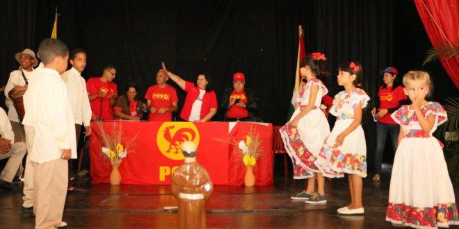 Noticia en Desarrollo: Ya llegó al teatro Gualdrón la candidata a la gobernación de Lara AJ Carmen Meléndez