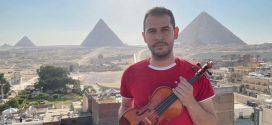 El venezolano que solicita un Récord Guinness tras tocar en una pirámide egipcia