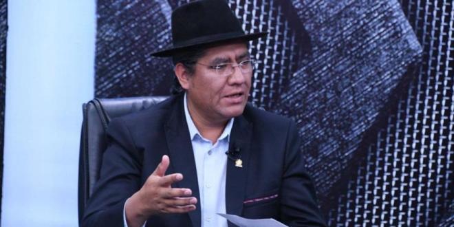 """Bolivia urge investigar un """"ataque"""" al avión que rescató a Morales"""