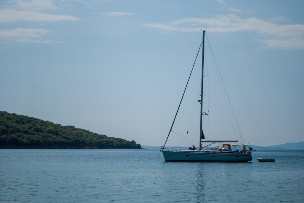 Velier pe mare în Grecia
