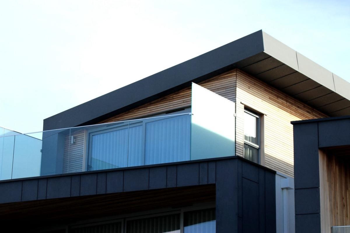 Flat parapet wall design