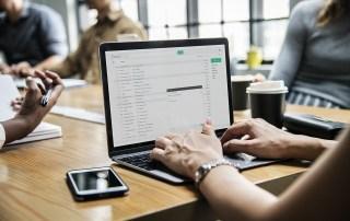 work-meeting-woman-laptop