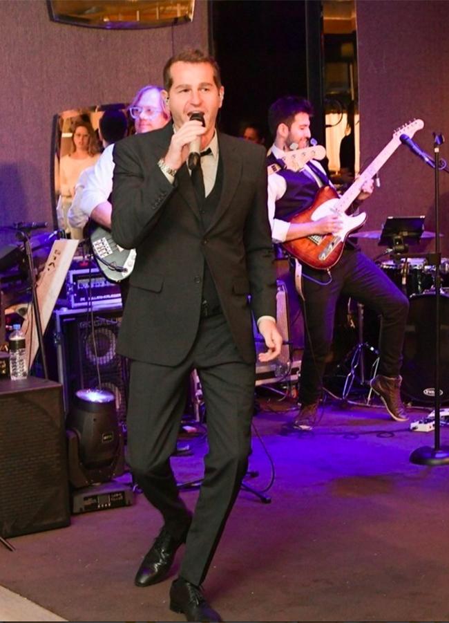 O cantor Afonso Nigro fez o pocket show de encerramento  (Foto: Torin Zanette)