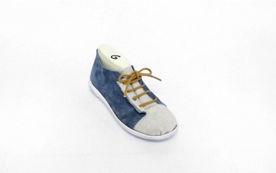 prototype de chaussure en daim bleue