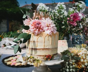 semi naked, elopement cake with fresh flowers