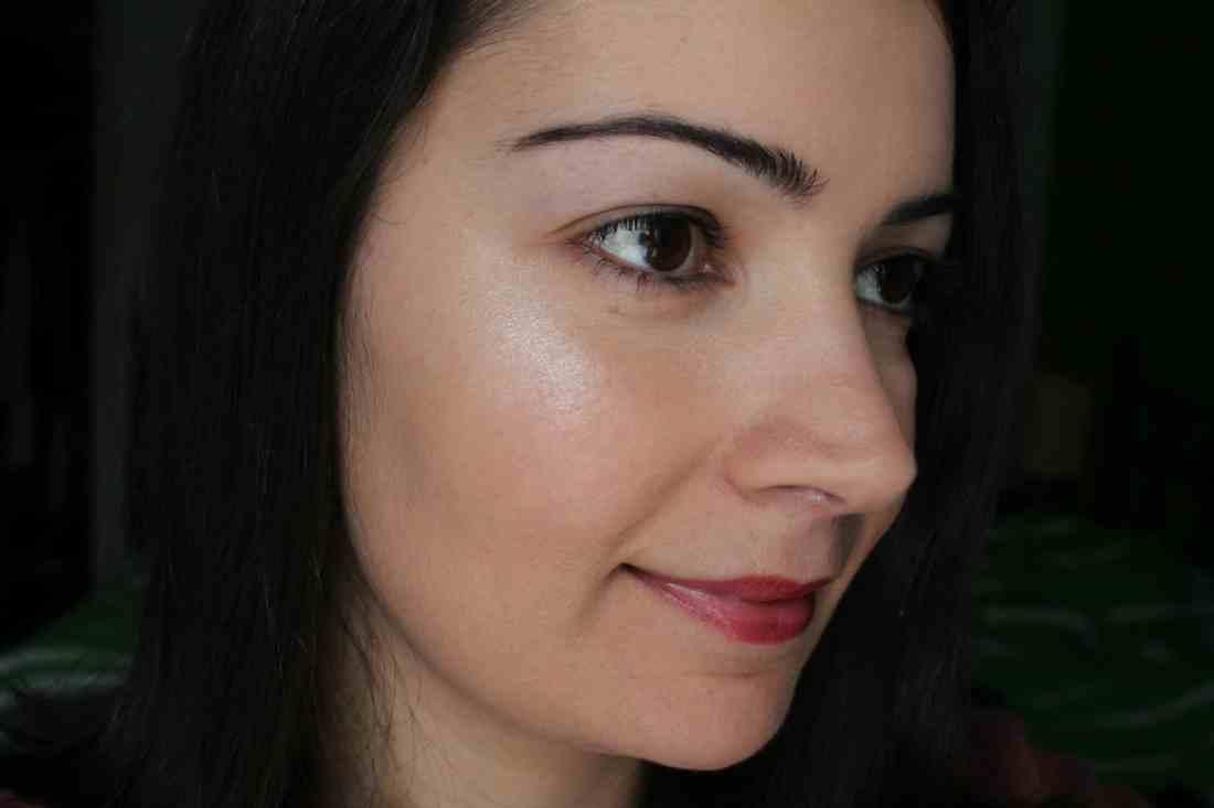 wearing Covergirl Vitalist healthy glow highlighter in Moobeam swatch