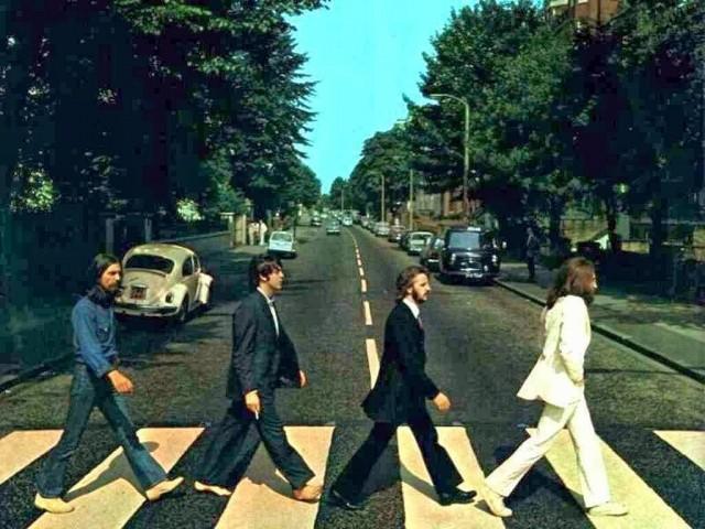Uma das fotos mais emblemáticas do rock, a capa de Abbey Road, disco de 1969, vista por outro Ângulo.