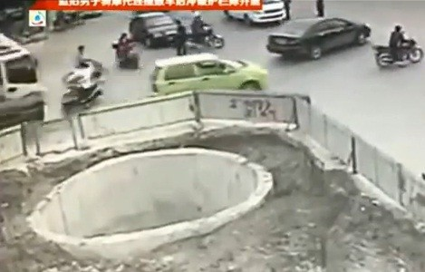 crash-hole-china