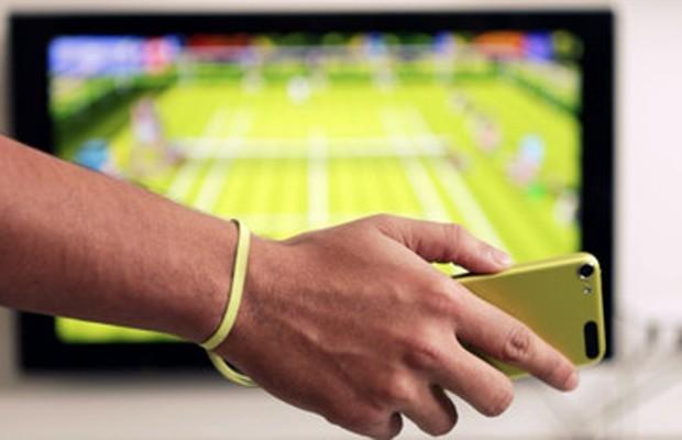 """Jogo de tênis """"Motion Tennis"""" permite que iPhones e iPods touch sejam usados como raquete virtual."""