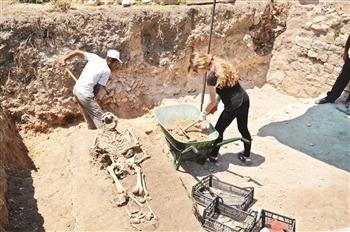Uma série de esqueletos humanos foram descobertos durante as escavações.