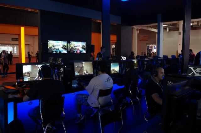 64 computadores em rede e uma só partida, na Brasil Game Show