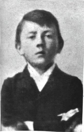 Adolf Hitler aos 12 anos de idade