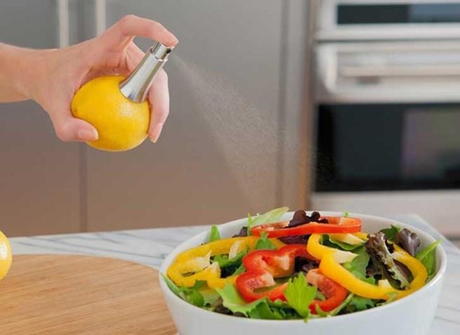 14. Este espremedor de limão com spray