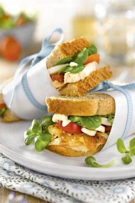 bocadillos faciles saludables sandwich pollo queso ensalada. Sándwich de pollo, queso y ensalada