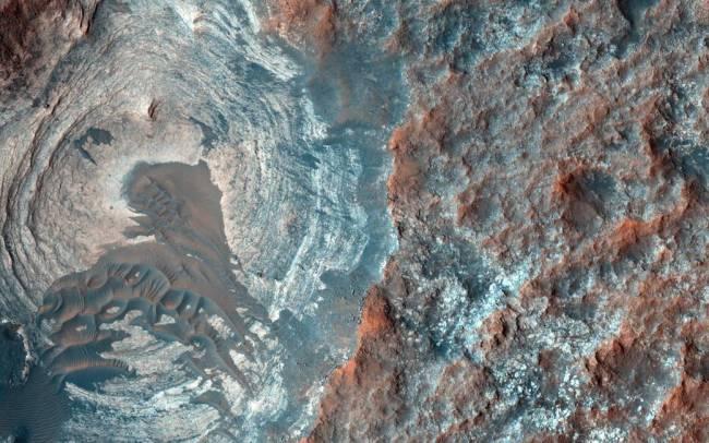 Mars' dark dunes
