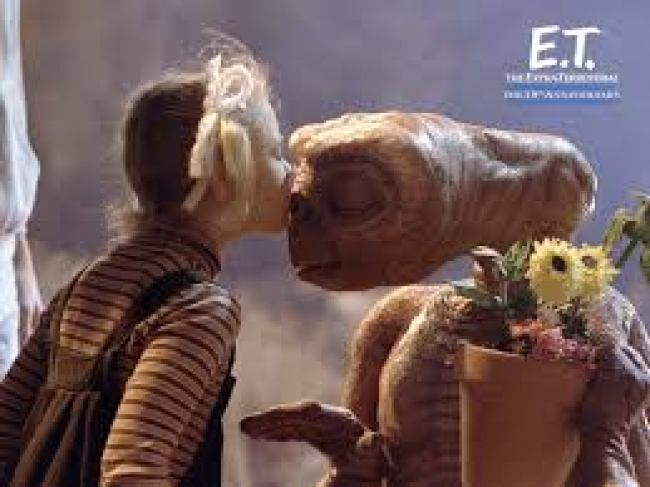 ET the kiss