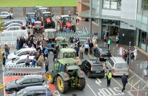 IFA members protesting with trollies and tractors during the Clare IFA Beef price protest outside Dunnes Stores in Ennis as part of their national campaign. Photograph by John Kelly.