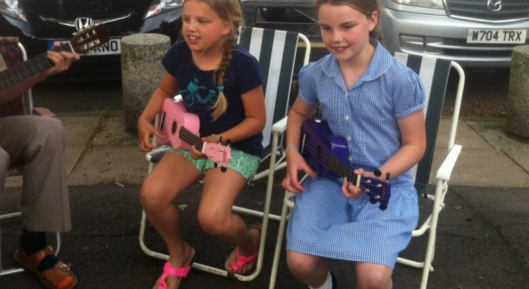 Young buskers on their ukes at ArtBeat