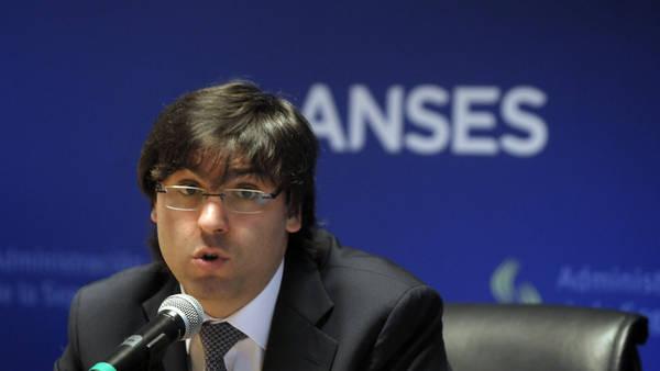 ACUERDO DE PRECIOS. Diego Bossio, titular del ANSeS, anunció el acuerdo sobre 16 productos básicos de la construcción.