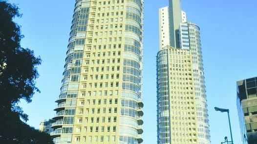 """Ultima entrega. Las Mulieris se """"desmaterializan"""" cuando ganan altura. Clarín.com - Arquitectura"""