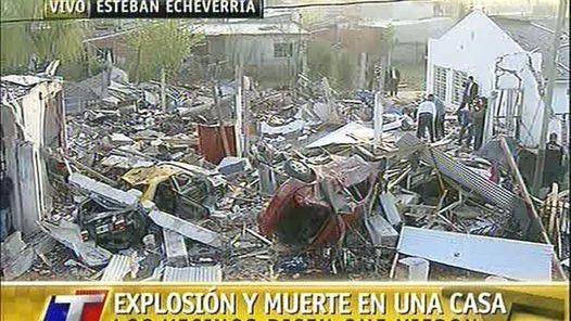DESTROZOS. La explosión en la casa de Monte Grande provocó daños en edificios linderos y en otras casas.