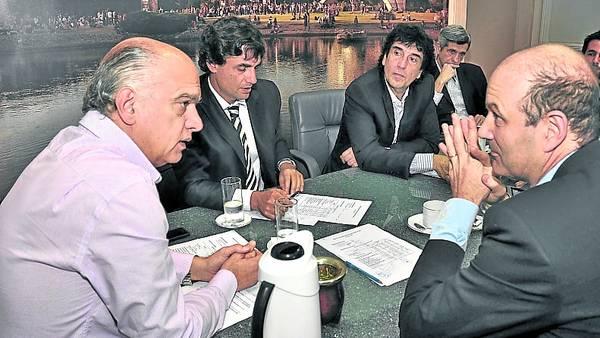 Debate. El ministro de Hacienda presentó el Presupuesto ante economistas.