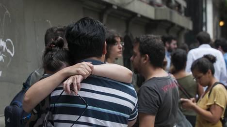 El viernes pasado, 494 trabajadores del Ministerio de Cultura fueron despedidos. Se enteraron al llegar a sus lugares de trabajo, cuando no los dejaron entrar.