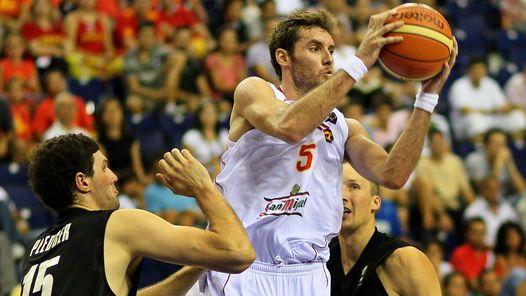 BUEN APORTE. Rudy Fernández logró 12 puntos para la recuperación de España. (EFE)