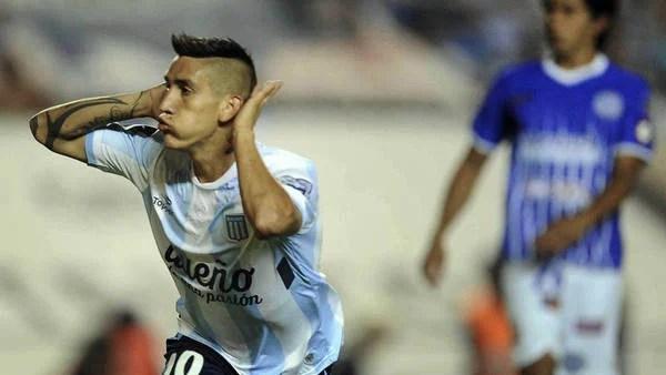 Centurión festeja su gol ante Godoy Cruz en el Cilindro. (Télam)