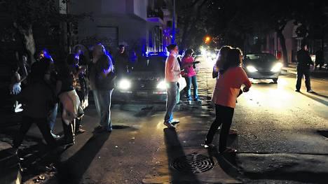 Protesta con cacerolas. Anoche, vecinos de Núñez se manifestaron Crámer y Blanco Encalada.