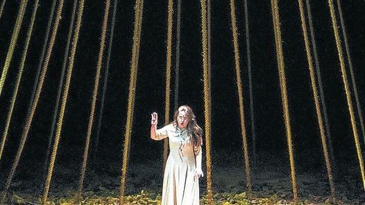 Erwartung La soprano Elena Nebera, en un digno reemplazo/Teatro Colon