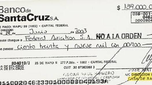 UNO DE LOS PAGOS. CHEQUE DE LA PROVINCIA DE SANTA CRUZ ENTREGADO A FEDERAL AVIATION DE LOS JULIÁ EN 2003.