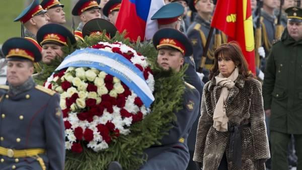 Homenaje. Cristina participó en Moscú de un acto por los 70 años del triunfo ruso sobre los alemanes. AFP