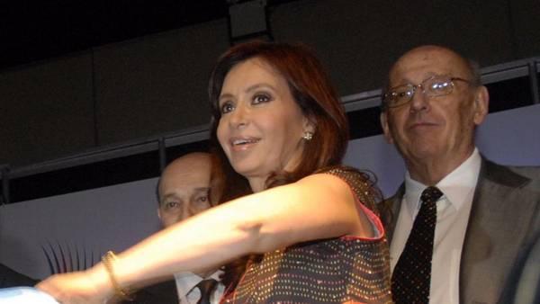 José Nún y Cristina Kirchner en un acto de la Secretaría de Cultura. (archivo)