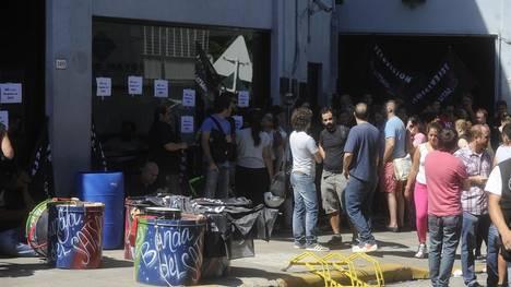 Protestas en la puerta de la señal CN23 del Grupo Indalo de Cristóbal López por un masivo despido de trabajadores. Fotos Alfredo Martinez