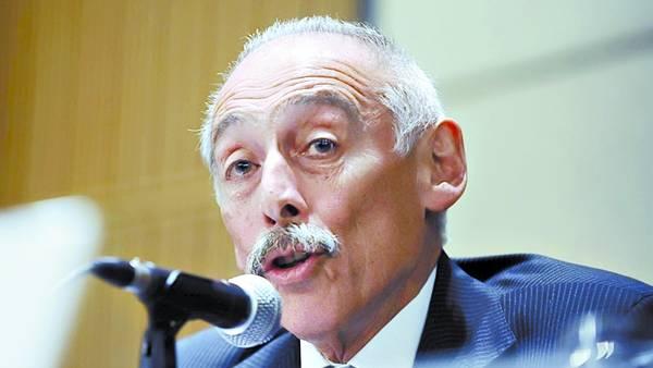 Responsable. José Sbatella es el titular de la UIF y organiza la visita.
