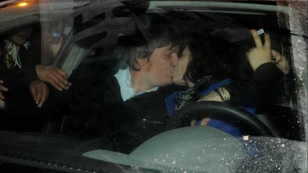 Rocío García junto a Máximo tras la derrota sufrida en las PASO. Foto Néstor García
