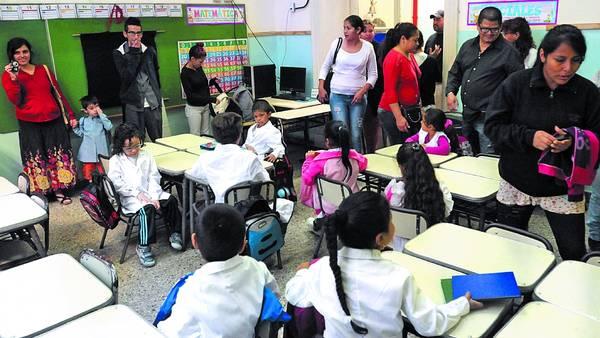 Bienvenida a la escuela. El primer día de primer grado, en la escuela Bernardo de Irigoyen de Capital. / J.  M. TRAVERSO