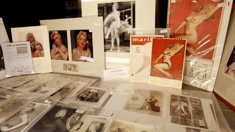 """""""Gran subasta de memorabilias, coleccionables y fotografías varias"""", en el Banco Ciudad de Buenos Aires, que incluye más de 800 objetos relacionados con celebridades como Marilyn Monroe. (EFE)"""