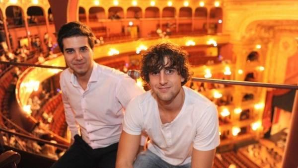 En el Colón. Santiago y Valentín, durante un concierto reciente en el teatro. Foto: Martín Bonetto