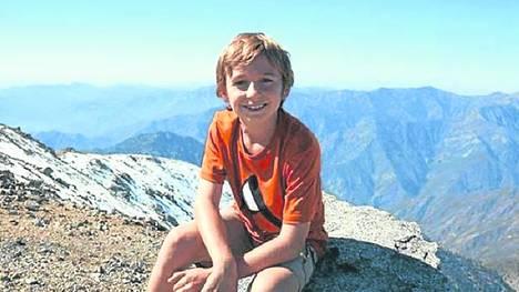 Pequeño montañés. Tyler Armstrong en el hábitat donde suele moverse con soltura: las altas cumbres. /FACEBOOK