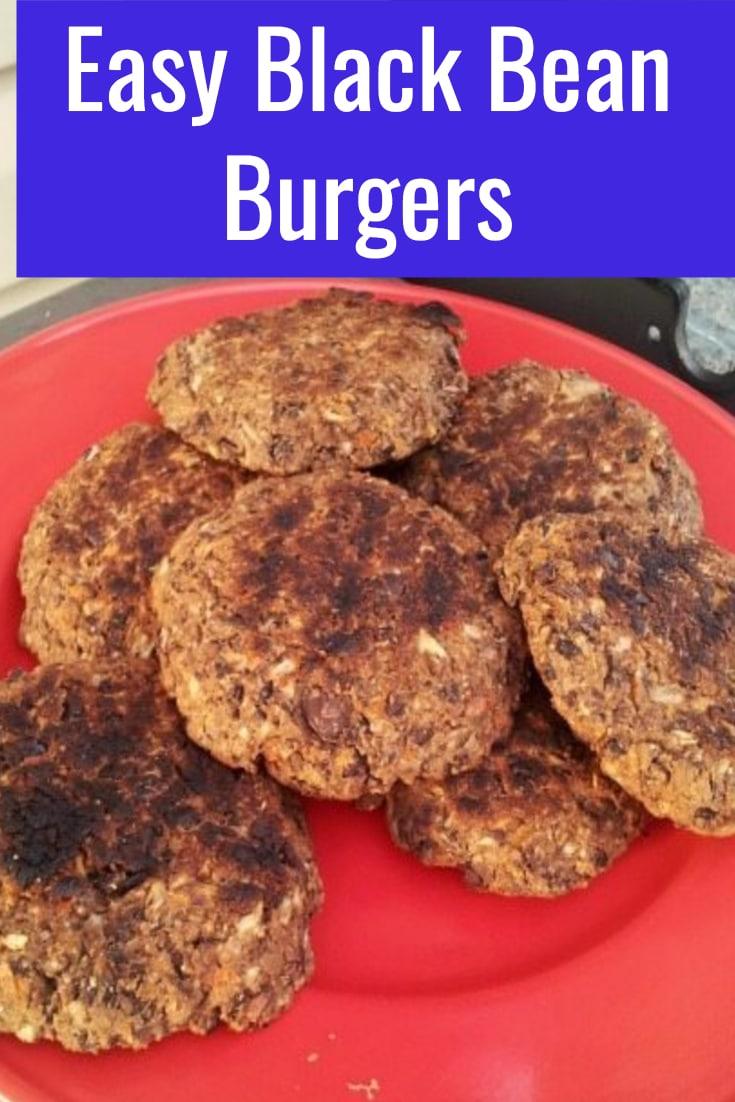 Easy Black Bean Burgers / Black Bean Burgers / Veggie Black Bean Burgers / How to make Black Bean Burgers #burgers #BBQ #vegetarian #blackbeans #summer #food via @clarkscondensed