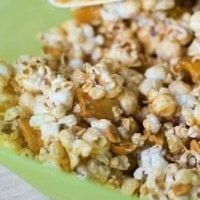 {{Easy}} Caramel Apple Popcorn