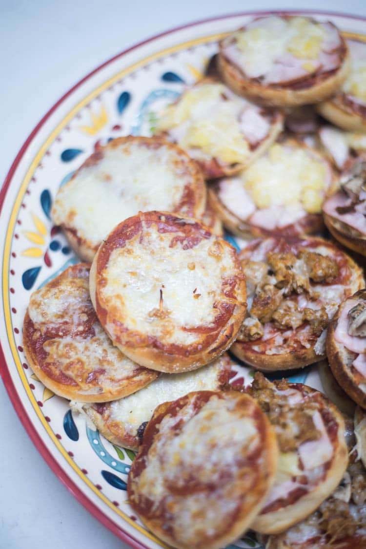 The Best English Muffin Pizza Recipe Under 20 Minutes